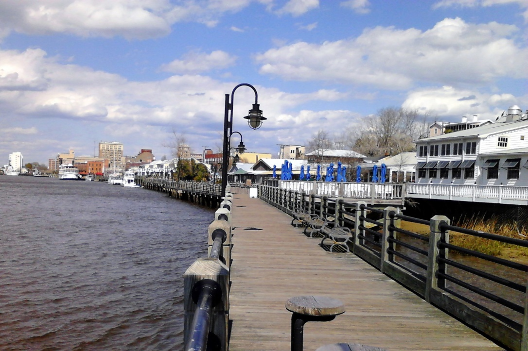 Wilmington_Riverwalk_and_downtown