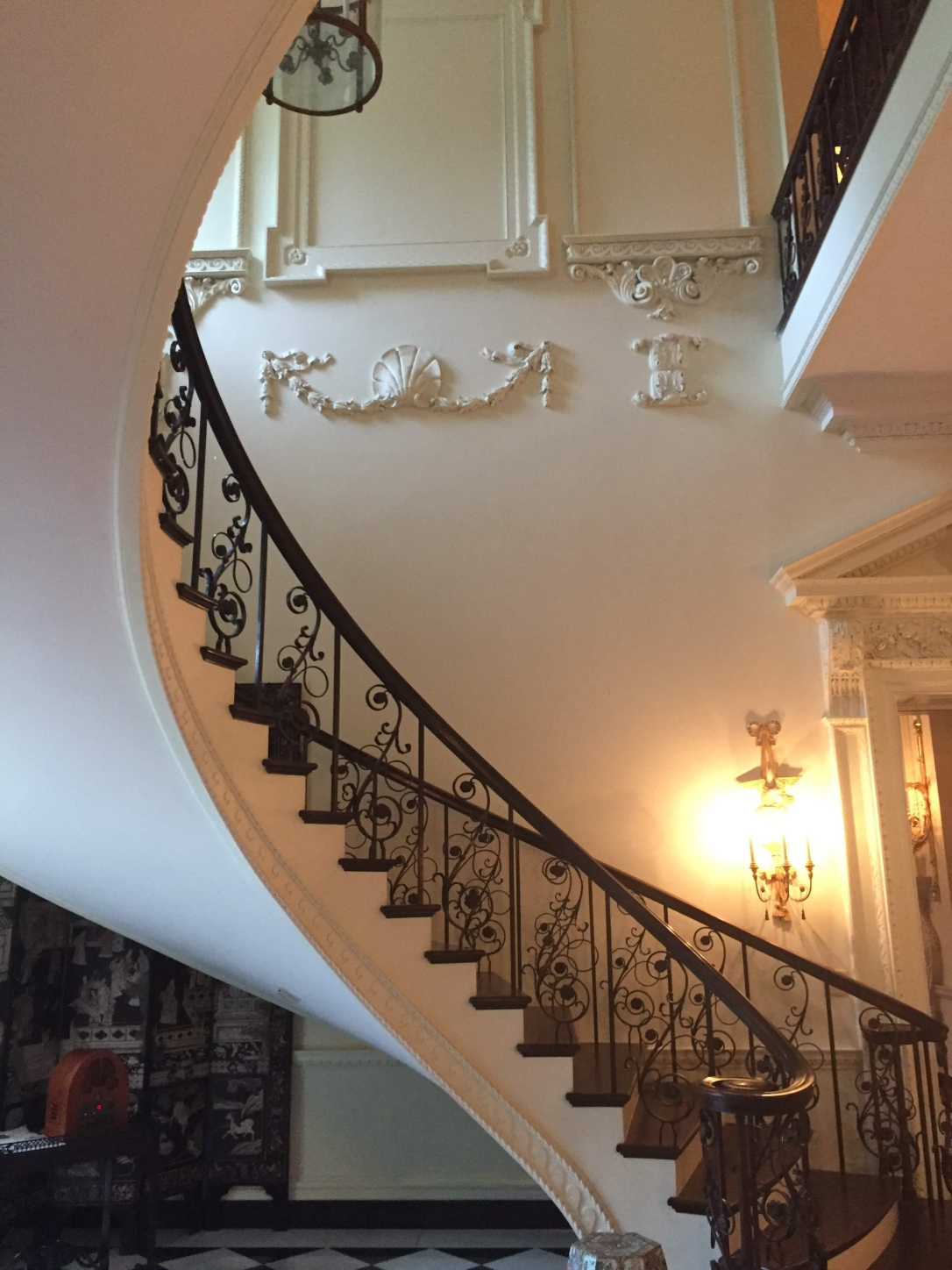 file-Staircase Swan House