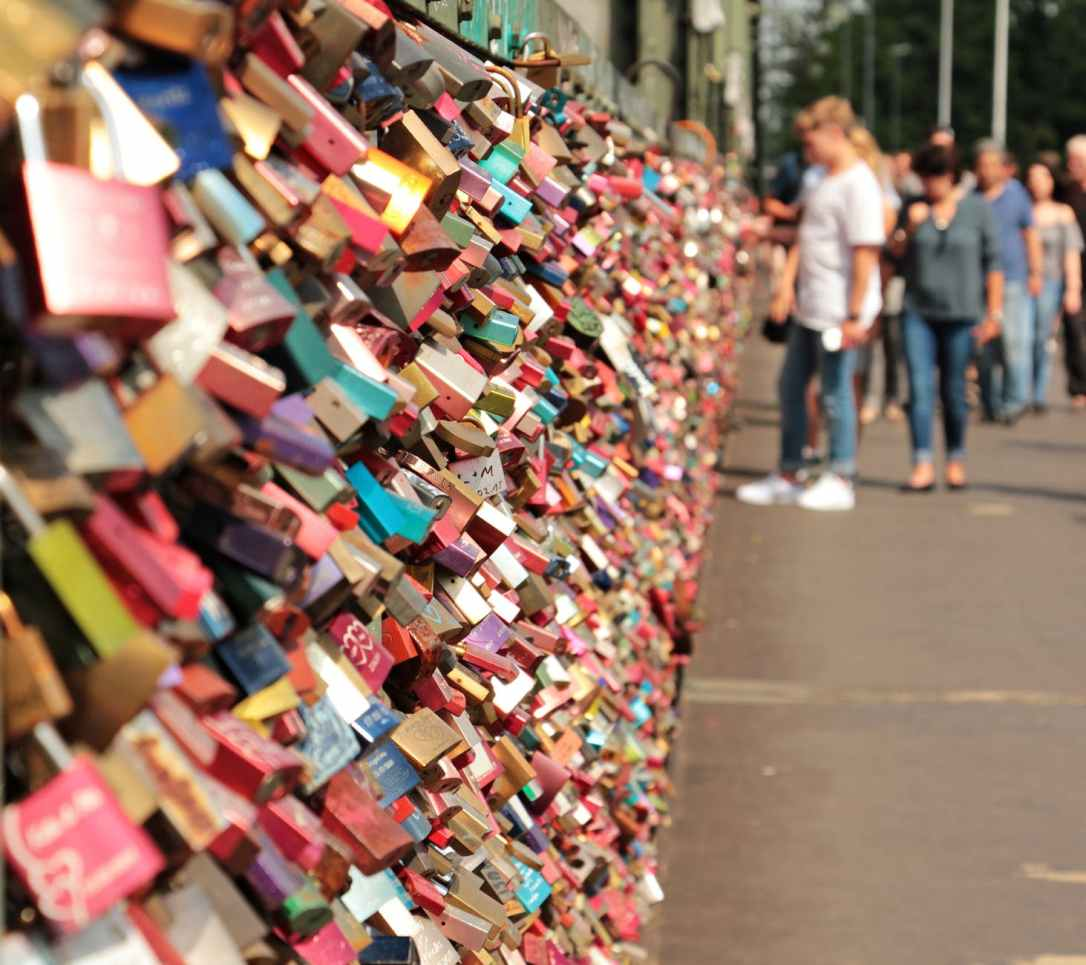 love-castle-hohenzollern-bridge-love-locks-bridge-161027